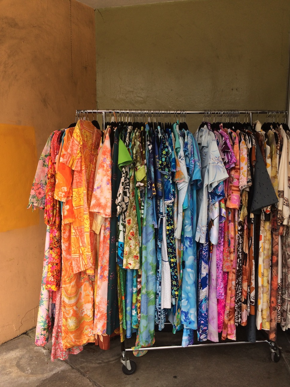 Honolulu best vintage shops | Barrio Vintage